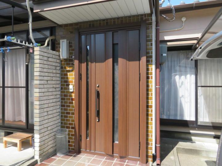 高知市神田 s様邸 壁を壊さず古くなった玄関ドアの交換です 玄関扉リフォーム