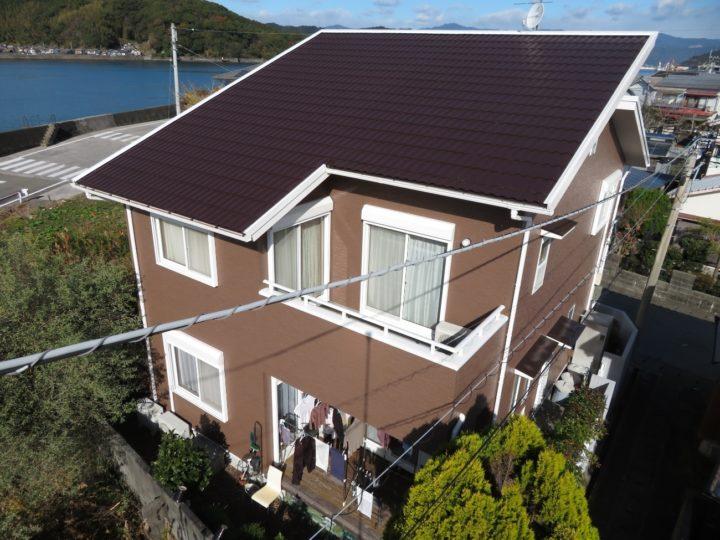 高知市種崎 g様邸 屋根塗装 外壁塗装 メインのカラーが少し濃い色なので付帯部は白色統一でやわらかい雰囲気に。
