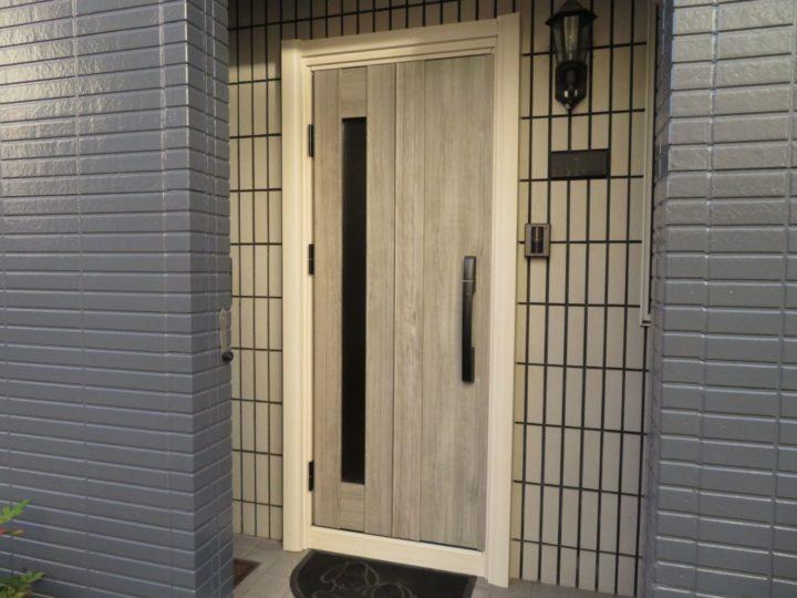 高知市南はりまや町 y様邸 YKK Aドアリモ 通風ドアと電気錠で便利な玄関ドアになりました コロナ対策ドア交換