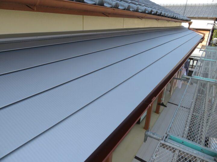 高知市潮江新町 h様邸 ガルバで屋根カバー工法&雨といアイアンで軒樋交換を行いました 雨漏り修理