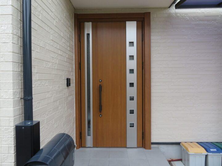 高知市神田 k様邸 YKK APドアリモで玄関ドア交換リフォームを施工しました