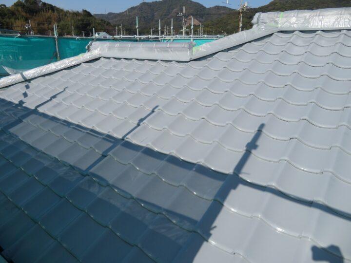 屋根セメント瓦下塗り状況
