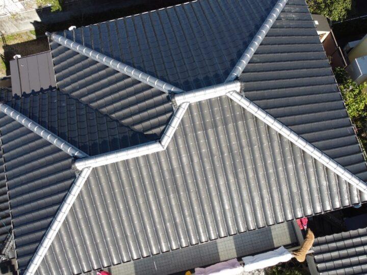 高知市横浜 f様邸 隅棟瓦積替えからの屋根塗装 ニューマイルド優雅タフグロスコート仕上げは和型スレートのキタペン最上級仕様です