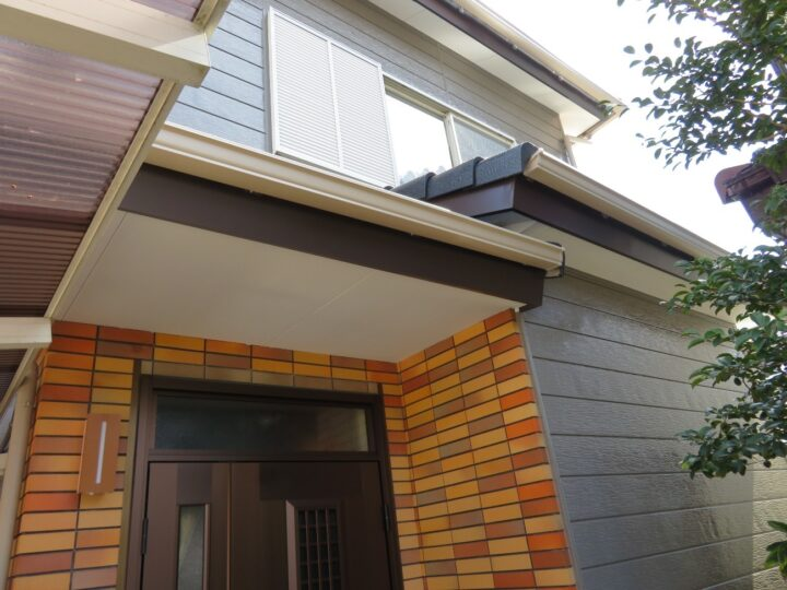 高知市朝倉 m様邸 超高耐候の屋根塗装 木部板金 雨とい交換 カーポート屋根交換 お家の外装メンテナンス