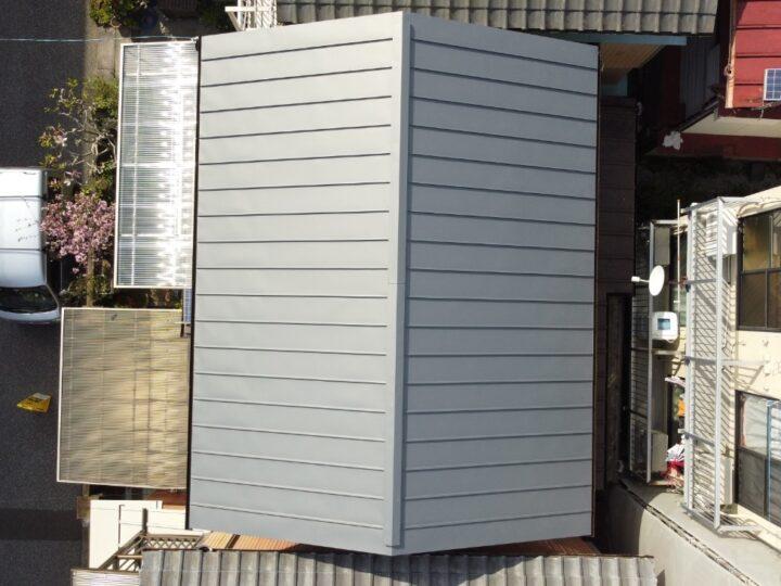 高知市比島町 o様邸 2階天井に雨漏り発生 切妻屋根スレート瓦を軽量ガルバに葺替え 雨漏り屋根修理完了