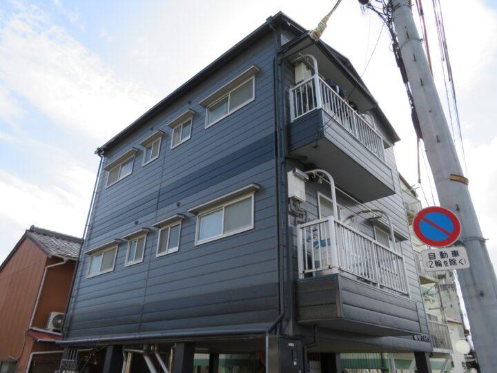 高知市大原町 kアパート様 モノトーンカラーの外壁&屋根塗装でシンプルモダンな学生さん向け賃貸物件
