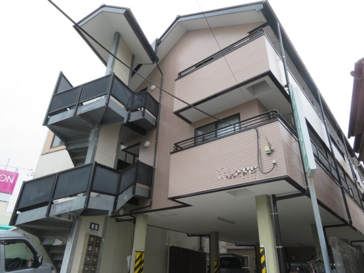 高知市旭町 aアパート 屋根塗装 外壁塗装工事 ラジカル制御型ハイブリッド高耐候性塗料で塗装しました。