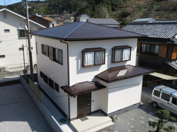高知市大津 t様邸 屋根塗装 外壁塗装工事 日当たりがいいので紫外線による影響を抑えてくれる塗料で仕上げました。