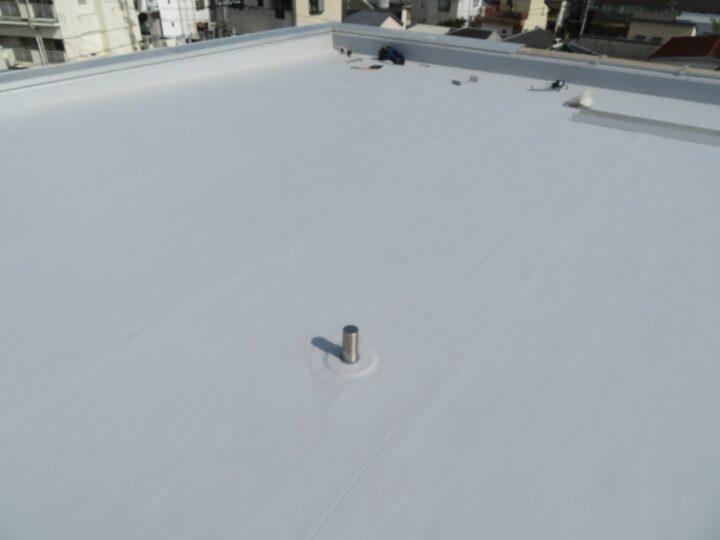 高知市百石町 f様 陸屋根防水工事 劣化した陸屋根に塩ビシート防水で隙間なく施工しました。