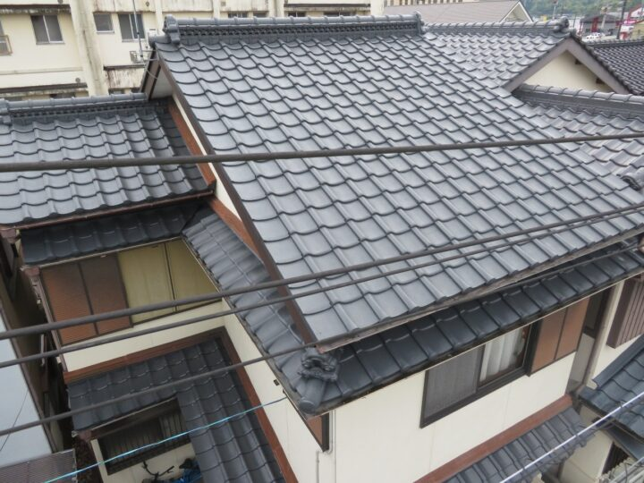 4回塗りで屋根瓦が蘇りました。高知市高須 k様邸 屋根塗装 破風補修工事