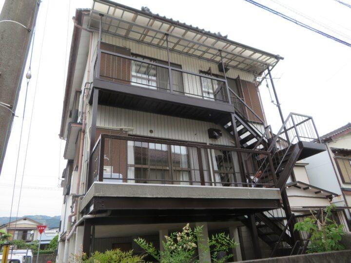 高知市福井町 n様邸 塗装工事 鉄骨階段を膜厚がある「関西ペイント ユニテクト20セーフティ」で施工しました
