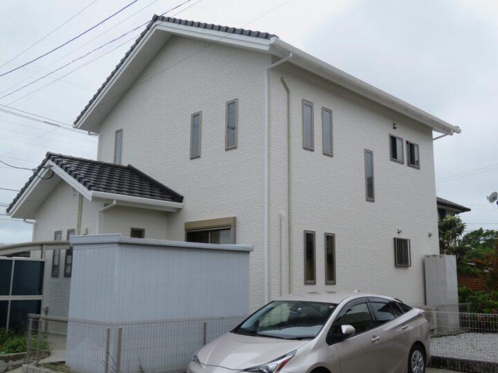香南市 h様邸 外壁塗装工事 白と黒の2色仕上げ。既存と同じ落ち着いた仕上がりになりました。