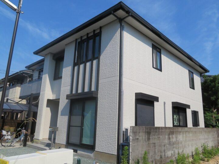 高知市縄手町 a様邸 外壁塗装工事 関西ペイントの高耐候塗料で仕上げ、ドアも良いアクセントで完成しました。